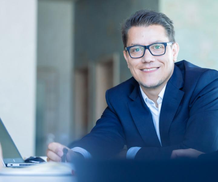 Sales Manager Bastian Schmalz von effeqt